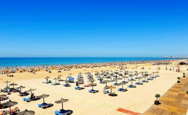 COVID-19: As Malaga, Granada and most of the rest of Spain finally enter Phase 2 of the coronavirus exit plan today the Costa del Sol is to get 900 beach agents